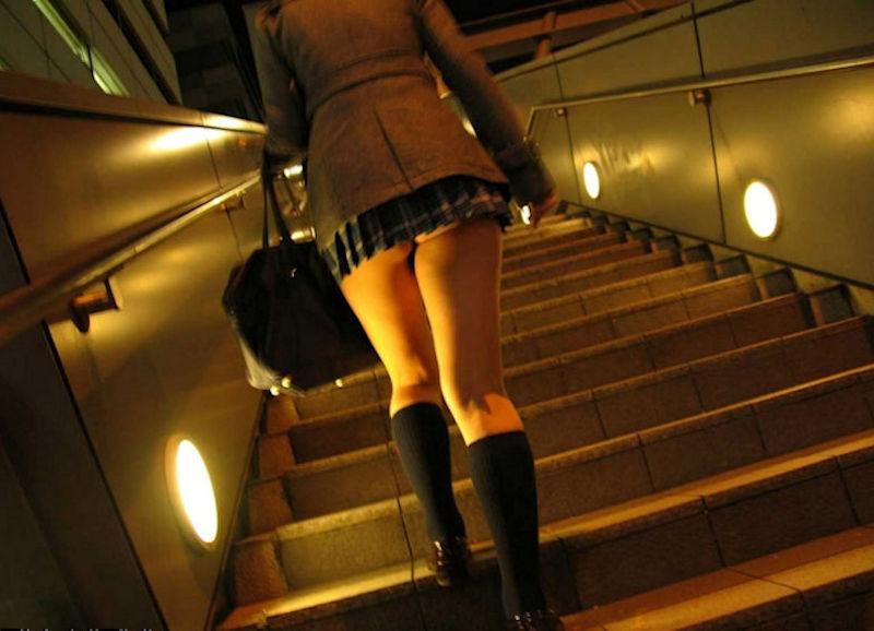 階段 背後 お尻 見上げる エロ画像【10】