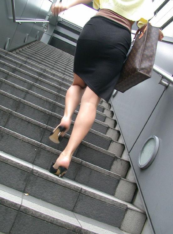 階段 背後 お尻 見上げる エロ画像【16】
