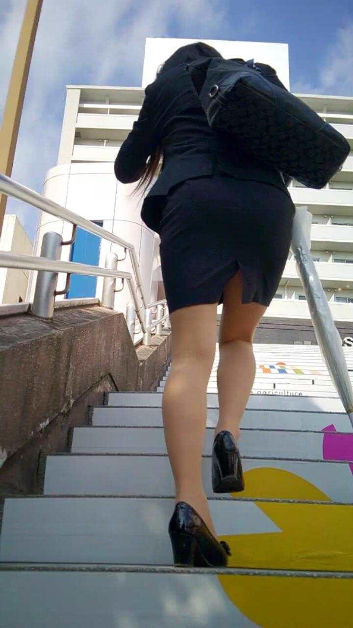 階段 背後 お尻 見上げる エロ画像【21】