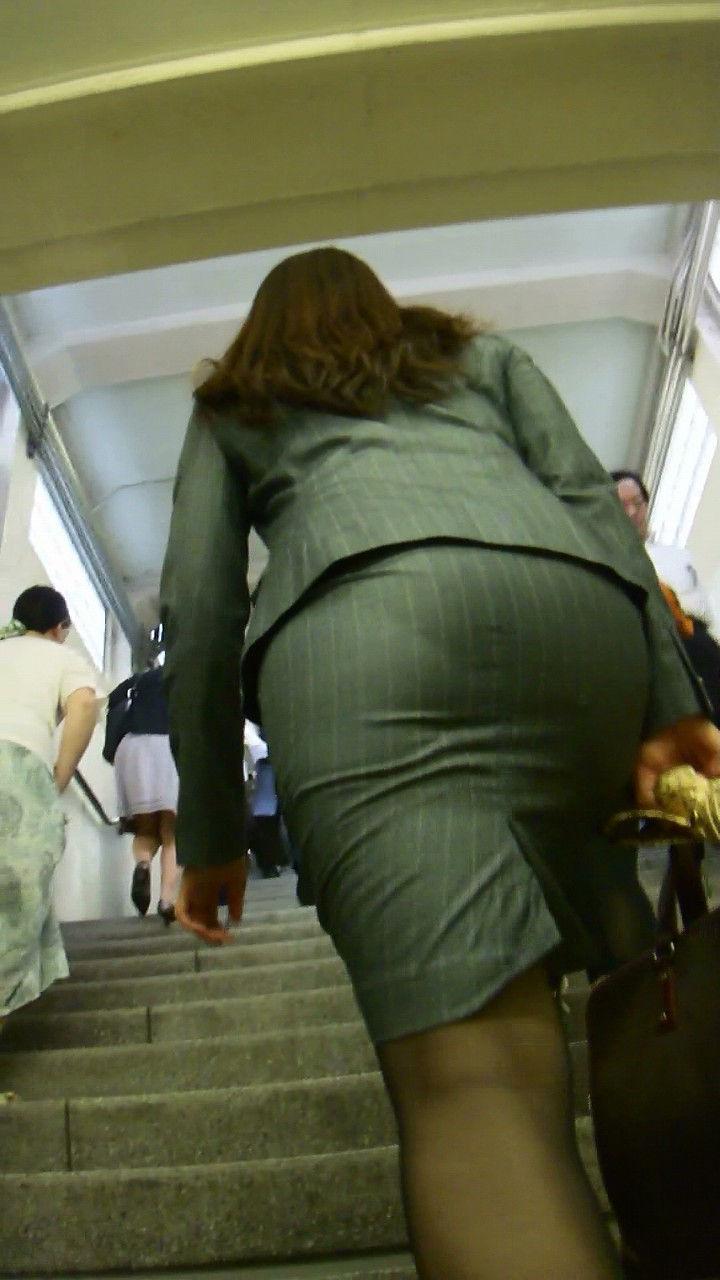 階段 背後 お尻 見上げる エロ画像【22】