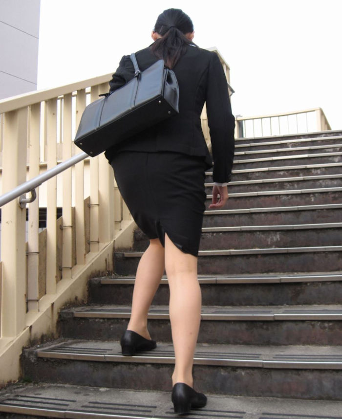 階段 背後 お尻 見上げる エロ画像【23】