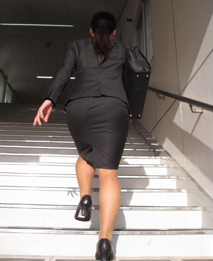 階段 背後 お尻 見上げる エロ画像【24】
