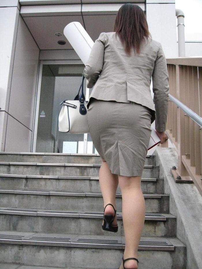 階段 背後 お尻 見上げる エロ画像【26】