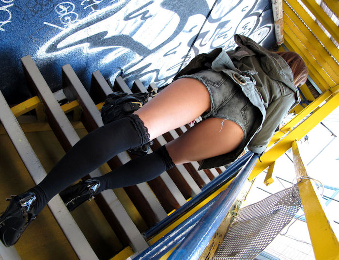 階段 背後 お尻 見上げる エロ画像【28】