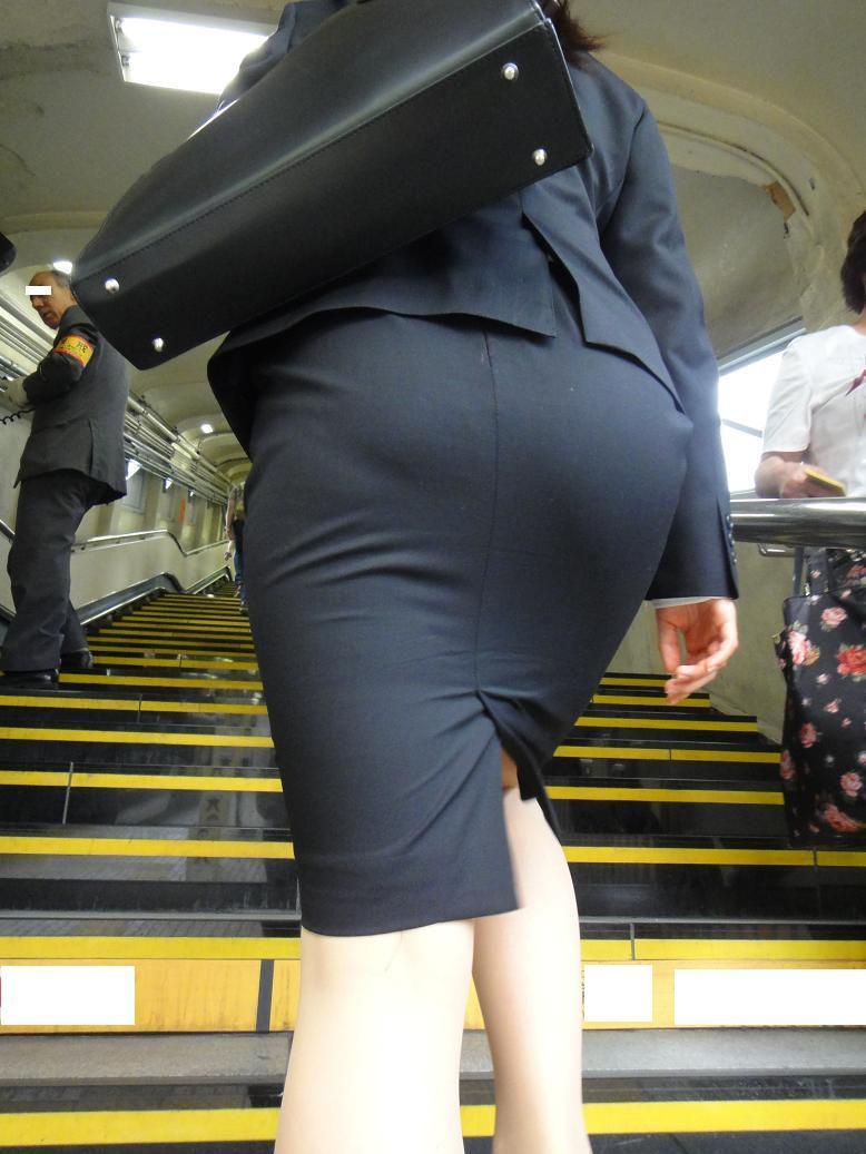 階段 背後 お尻 見上げる エロ画像【29】
