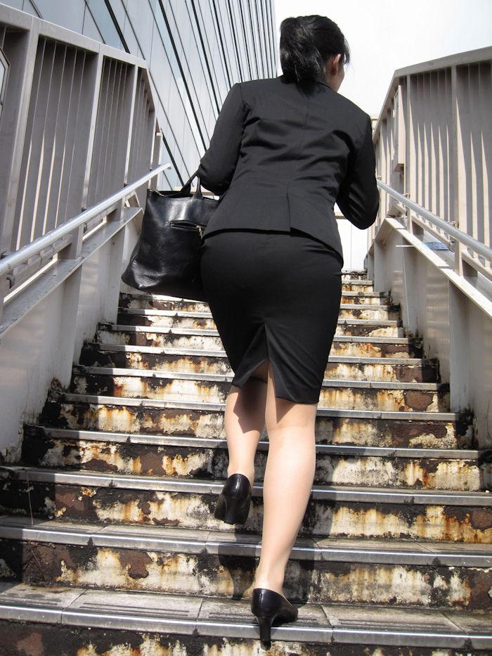 階段 背後 お尻 見上げる エロ画像【31】
