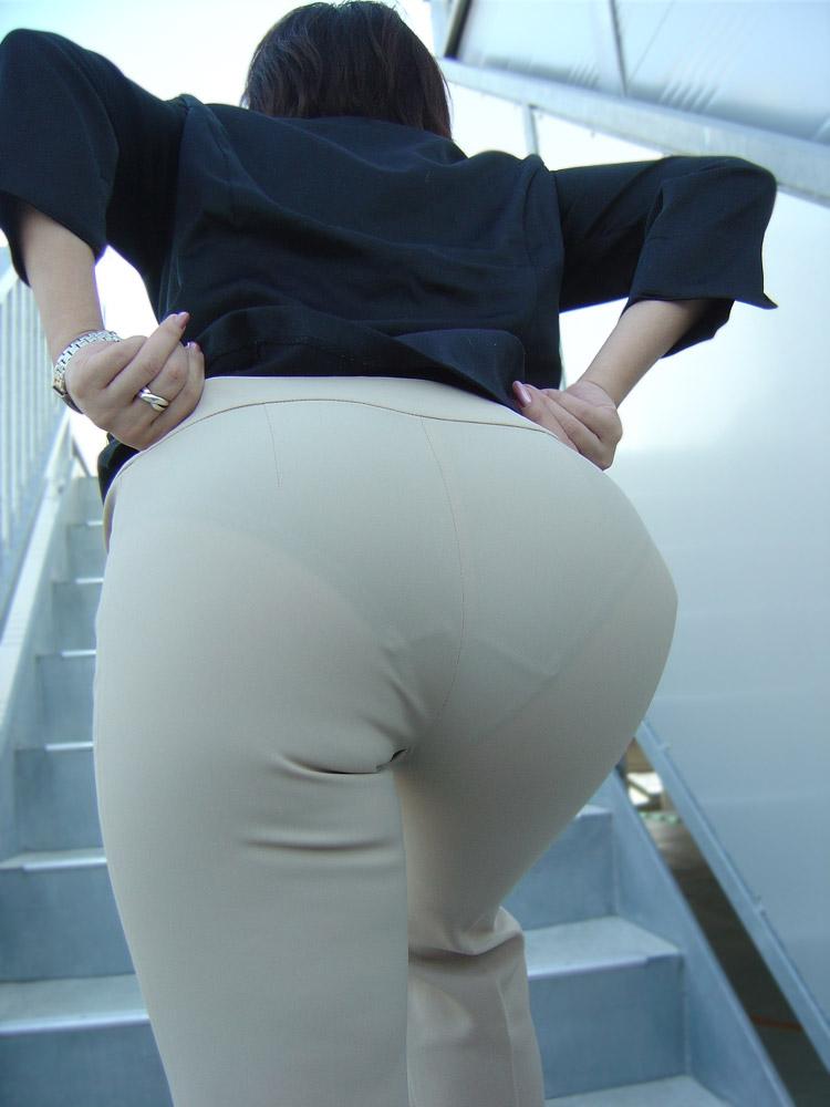 階段 背後 お尻 見上げる エロ画像【32】