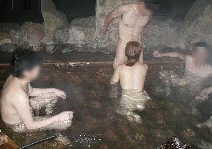 温泉 セックス 露天風呂 エロ画像【12】