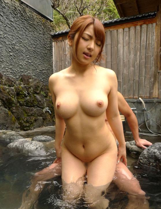 温泉 セックス 露天風呂 エロ画像【18】