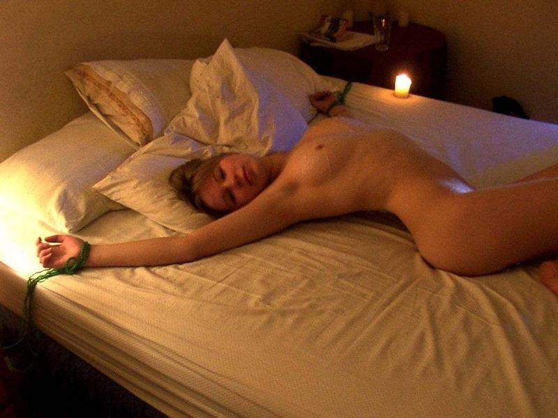 ヌード 外国人 仰向け 寝転び おっぱい エロ画像【6】