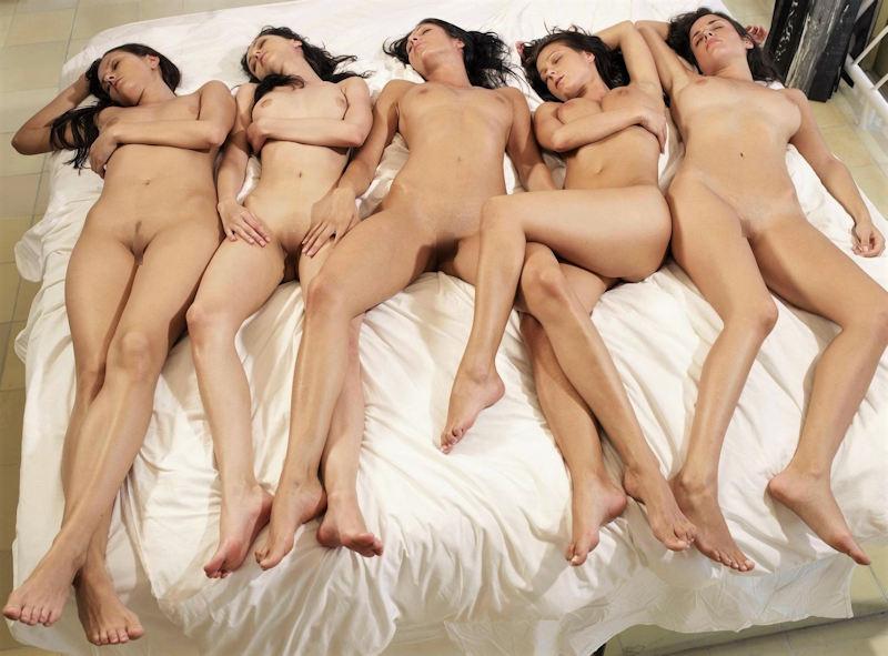 ヌード 外国人 仰向け 寝転び おっぱい エロ画像【54】