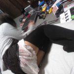 太もも萌えするミニスカ+オーバーニーソのエロ画像