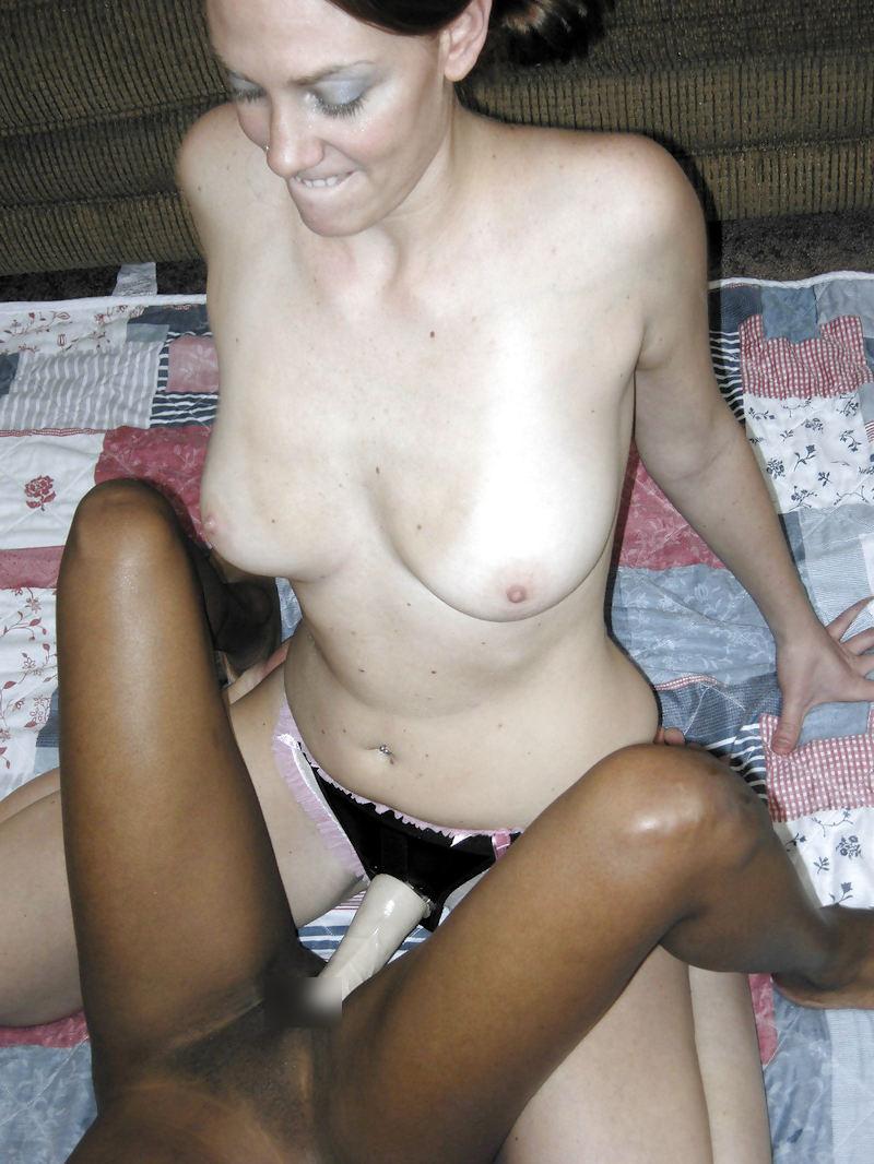 白人女性 黒人女性 ペ二バン レズ セックス エロ画像【23】
