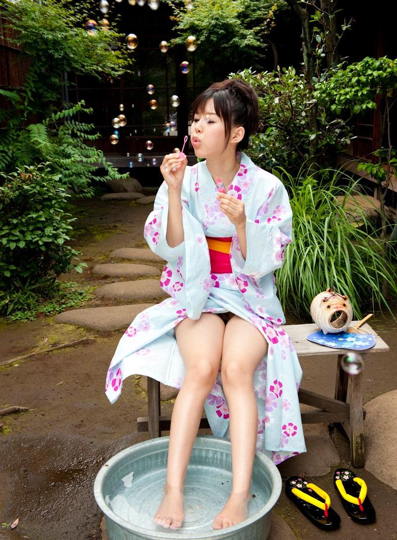 まんこ 浴衣 ノーパン マンチラ エロ画像【29】