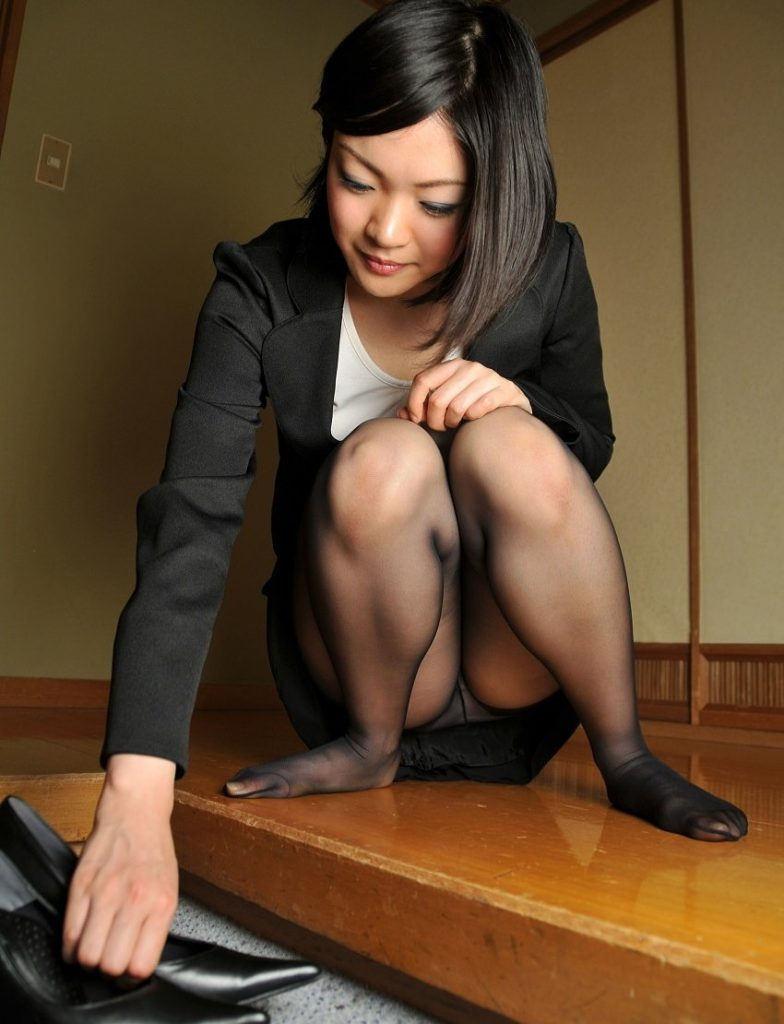 しゃがみパンチラ パンツ OL エロ画像【55】