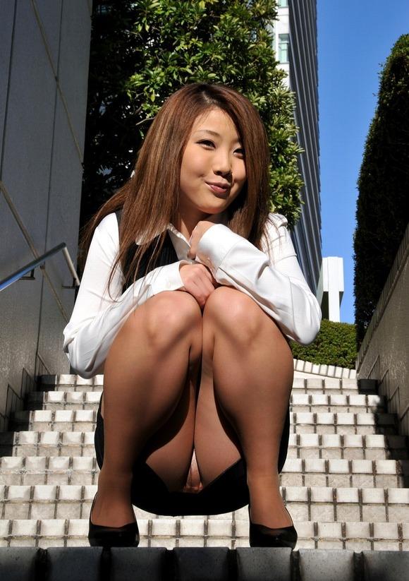 しゃがみパンチラ パンツ OL エロ画像【61】