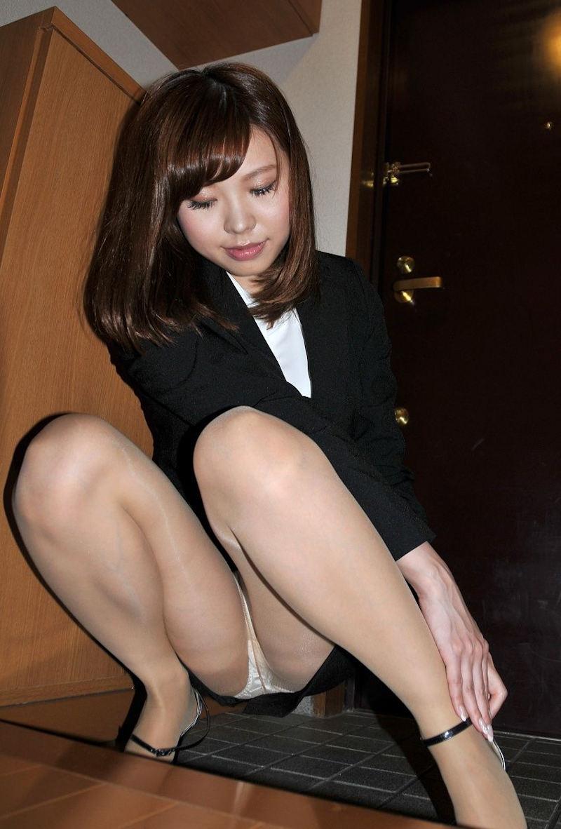 しゃがみパンチラ パンツ OL エロ画像【64】