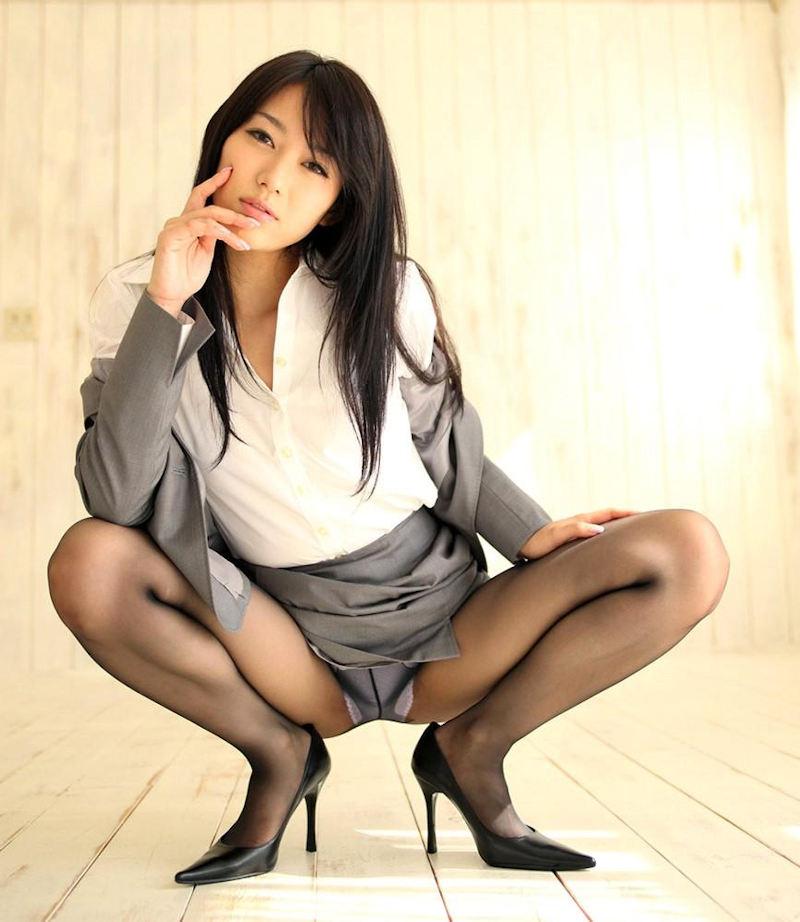 しゃがみパンチラ パンツ OL エロ画像【66】