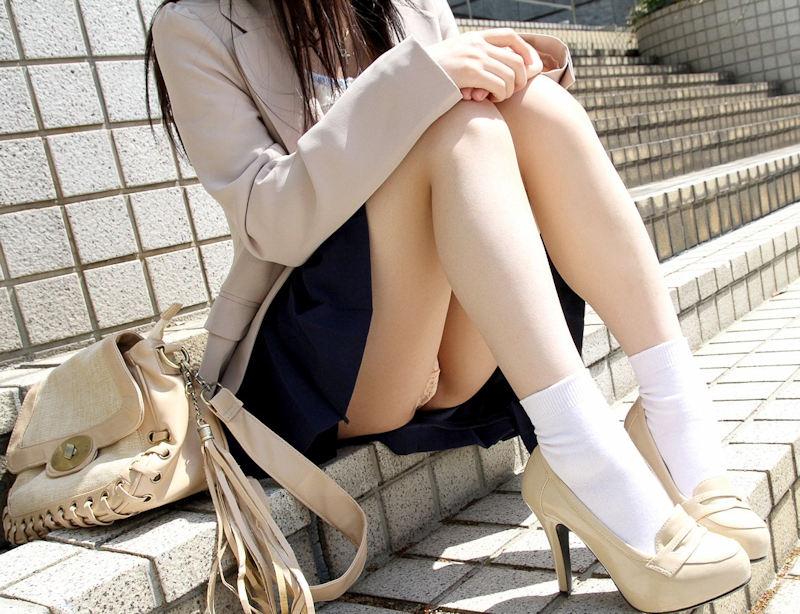 綺麗 体育座り 三角座り パンチラ エロ画像【13】