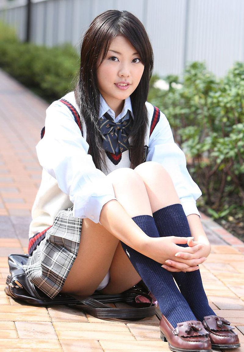 綺麗 体育座り 三角座り パンチラ エロ画像【35】