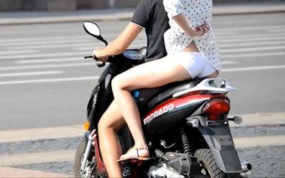 乗馬・自転車・バイクのまたがりパンチラ画像集 ④