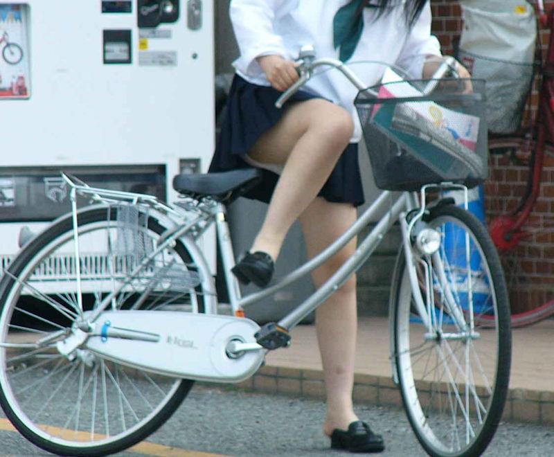 自転車 またがり パンチラ エロ画像【4】