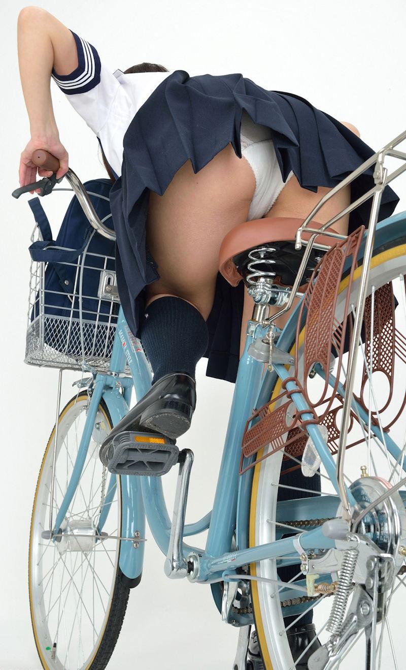 自転車 またがり パンチラ エロ画像【12】