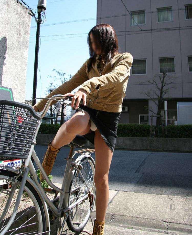 自転車 またがり パンチラ エロ画像【20】