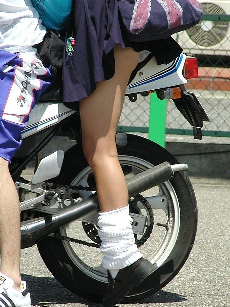 バイク またがり パンチラ エロ画像【28】