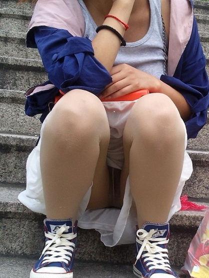 スカート スニーカー パンチラ エロ画像【32】