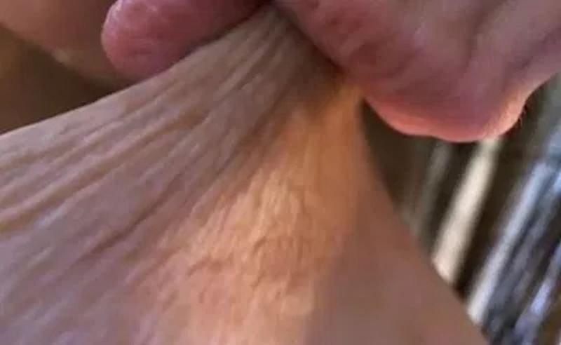 ドアップ 乳首舐め 乳首吸い 接写 エロ画像【13】