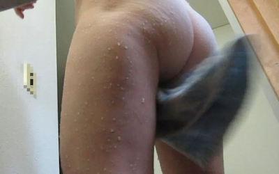 風呂上がりの人妻や熟女を激写した画像 ④