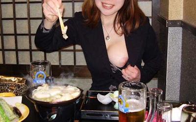 おばさんが飲酒してるほろ酔い熟女のエロ画像 ②