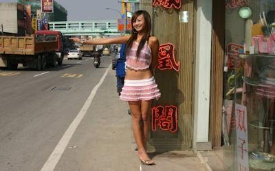 ビンロウ売り子(檳榔西施)の台湾街撮り画像 ②
