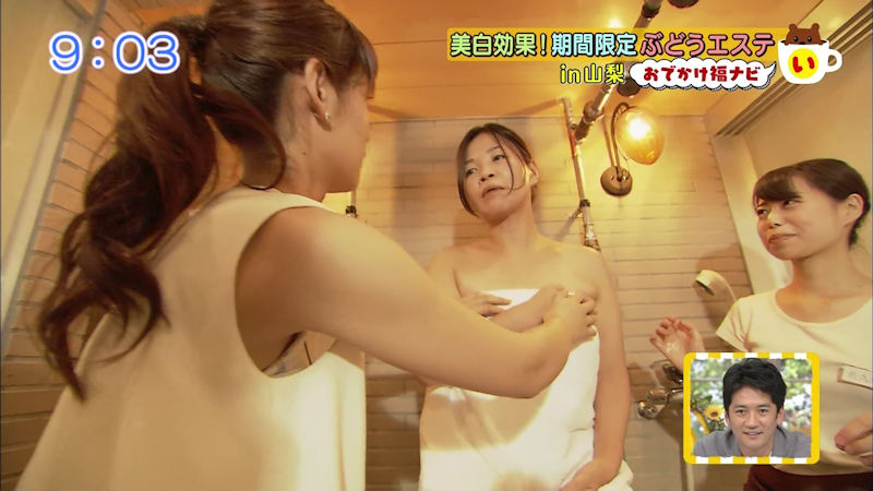 胸チラ 脇 隙間 覗く エロ画像【37】