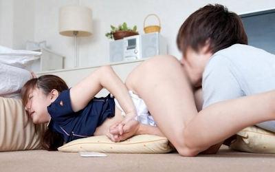 手繋ぎでまんこ舐めるラブラブクンニ画像 ②