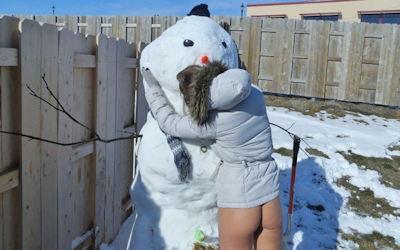 雪だるまでエッチなおふざけしてる海外のエロ画像 ①
