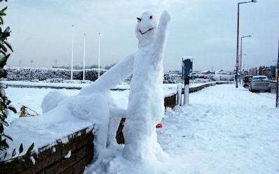 雪だるまでエッチなおふざけしてる海外のエロ画像 ④