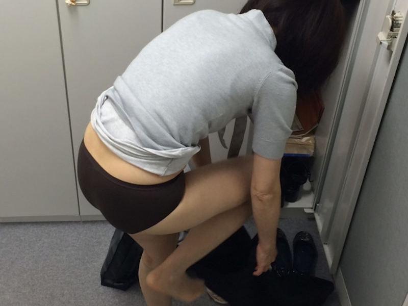更衣室で着替える女性の画像まとめ 表紙