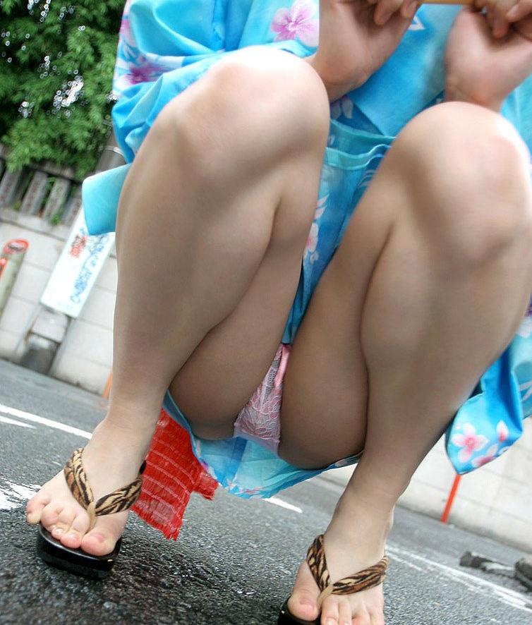 浴衣 美脚 チラリ 脚 太もも エロ画像【7】