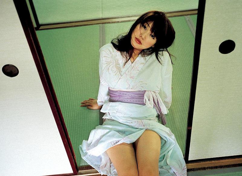 浴衣 美脚 チラリ 脚 太もも エロ画像【11】
