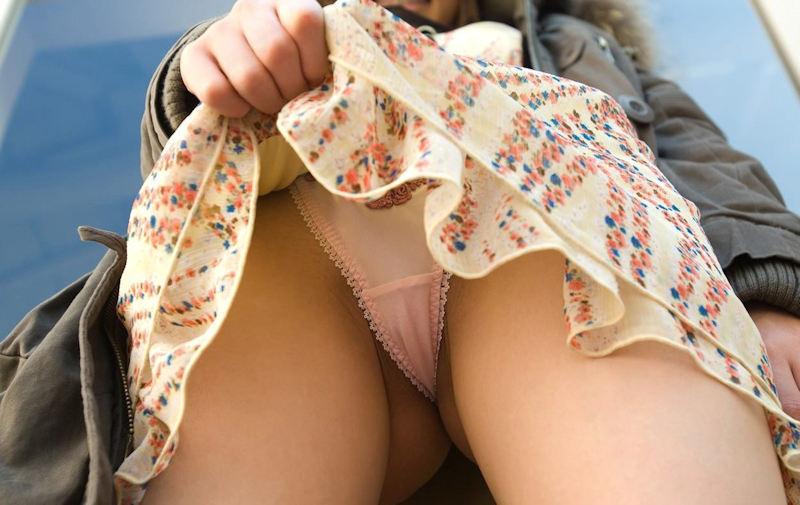 スカート たくし上げ パンチラ 逆さ撮り エロ画像【18】