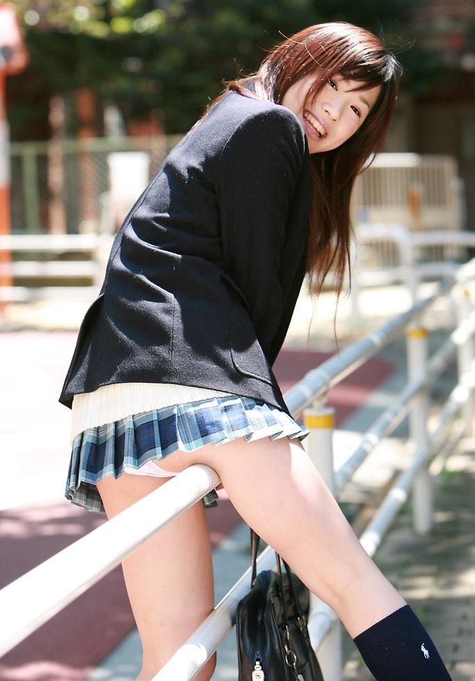 スカート 跨ぐ 動きのある パンチラ エロ画像【10】