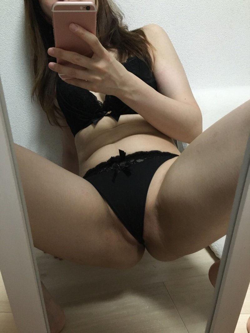 M字開脚 股間 自撮り エロ画像【71】