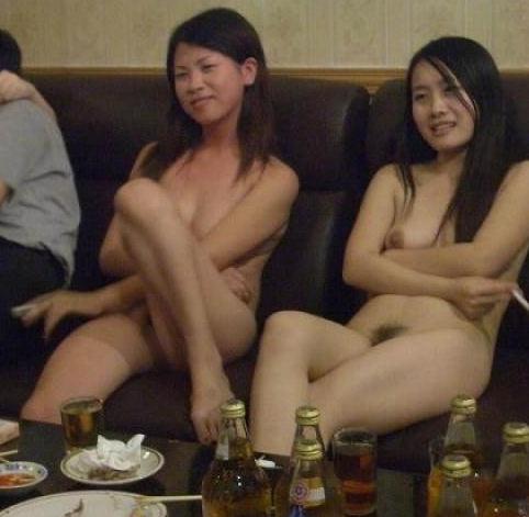 裸 タバコ 喫煙女性 ヌード エロ画像【2】
