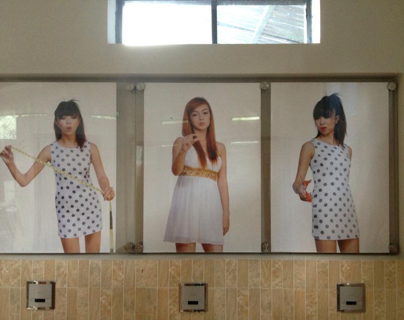 覗かれる 海外 奇抜 男子トイレ エロ画像【34】