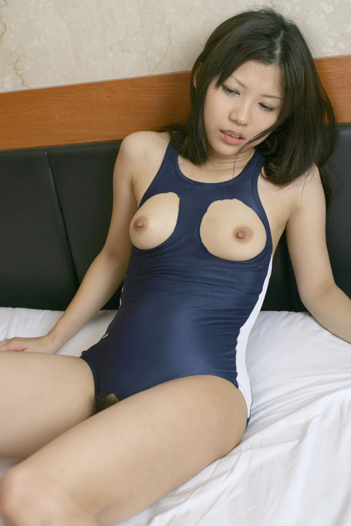 おっぱい ポロリ スク水 エロ画像【30】