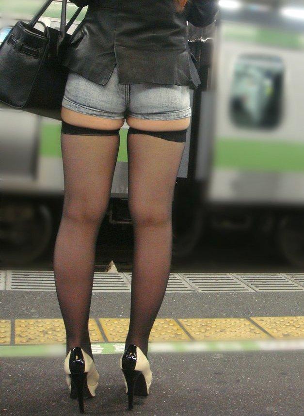お尻 ホットパンツ エロ画像【2】