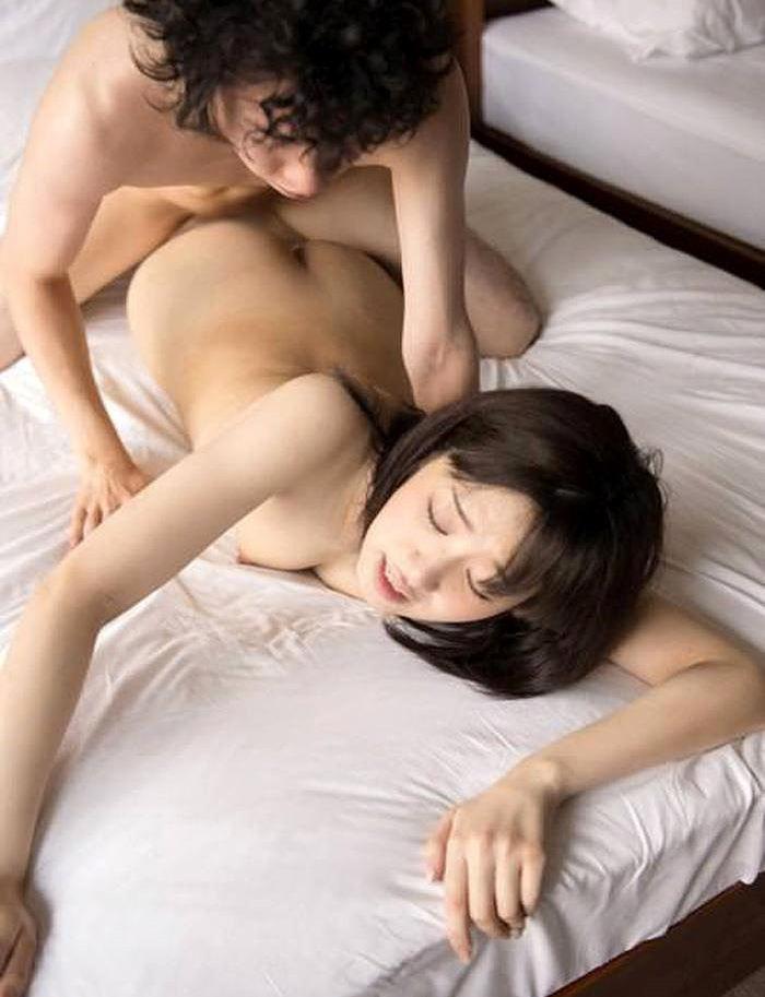 寝バック うつ伏せ セックス エロ画像【31】