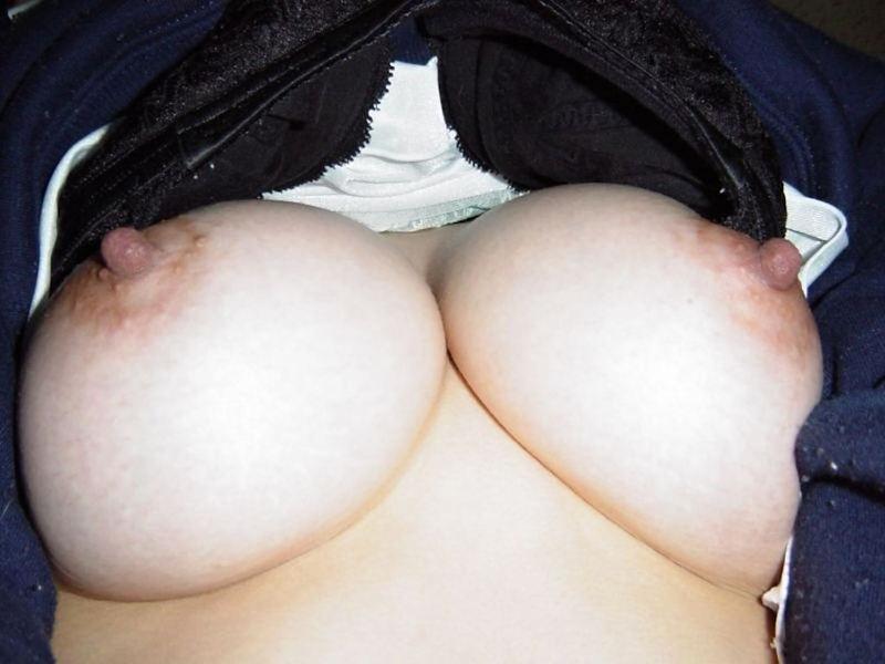 ブラジャー ずらす 捲り上げ おっぱい エロ画像【56】